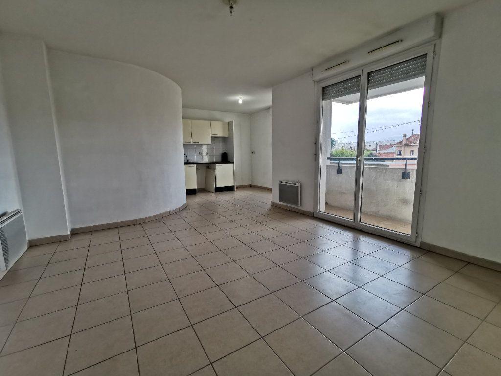 Appartement à louer 3 56.67m2 à La Seyne-sur-Mer vignette-1