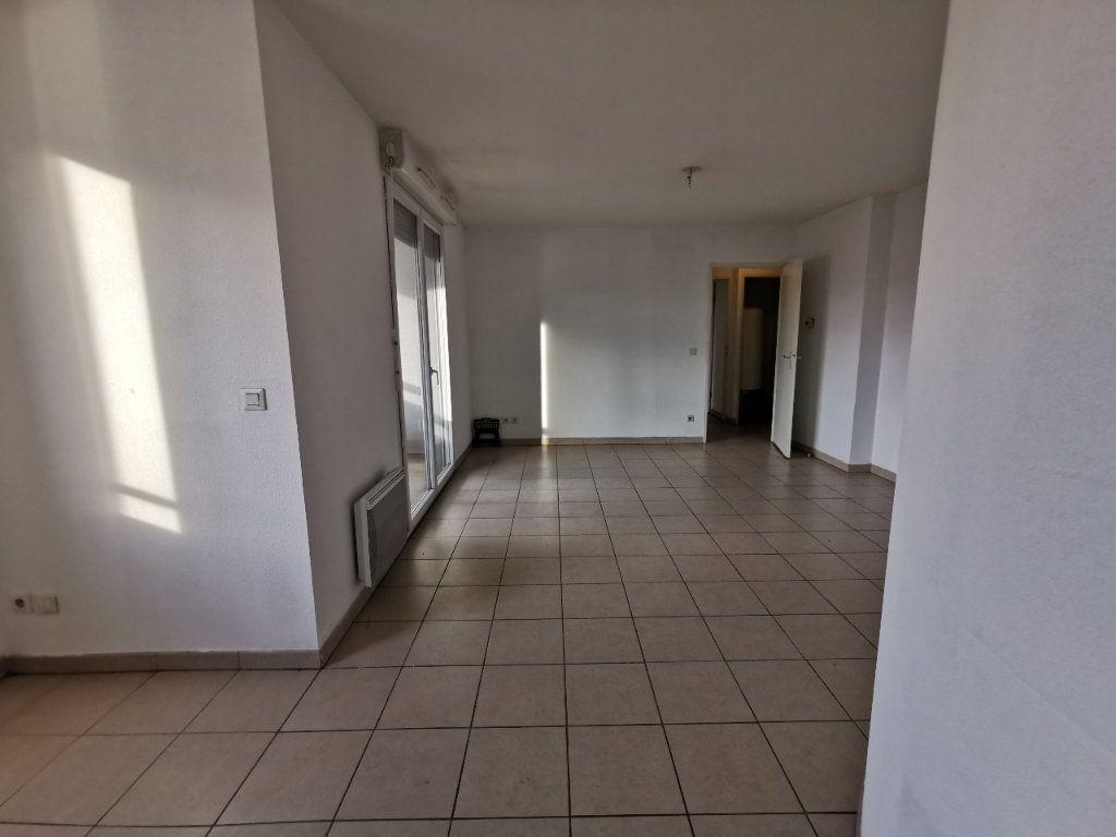 Appartement à louer 3 56.67m2 à La Seyne-sur-Mer vignette-5
