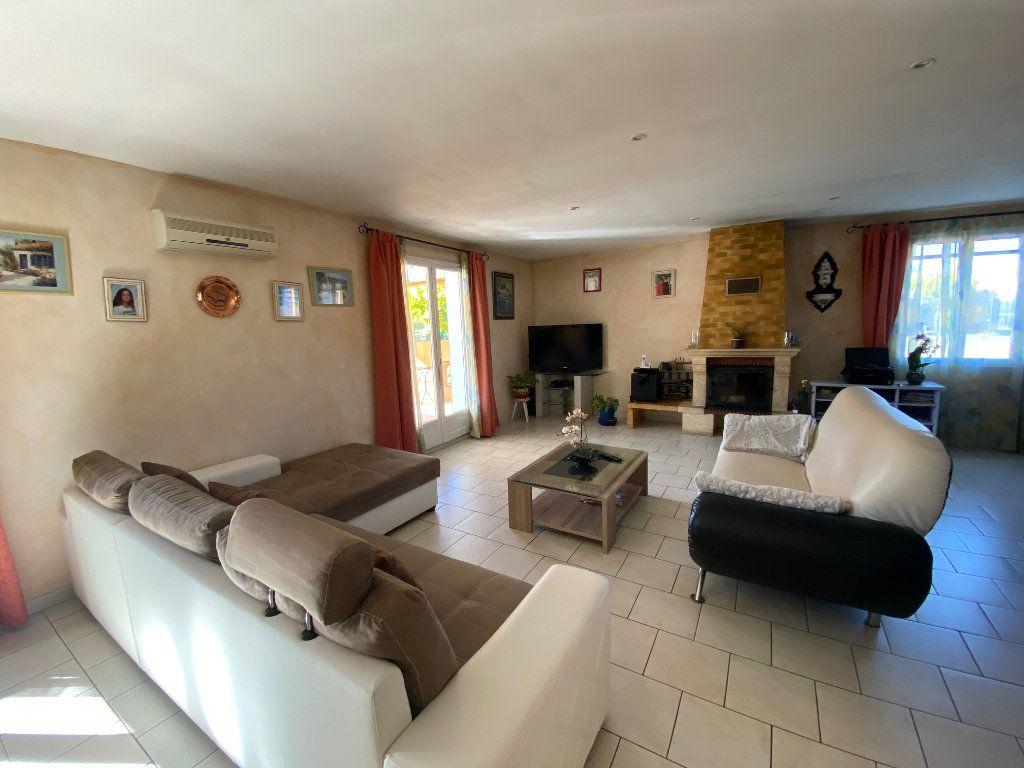 Maison à vendre 4 120m2 à Gonfaron vignette-3