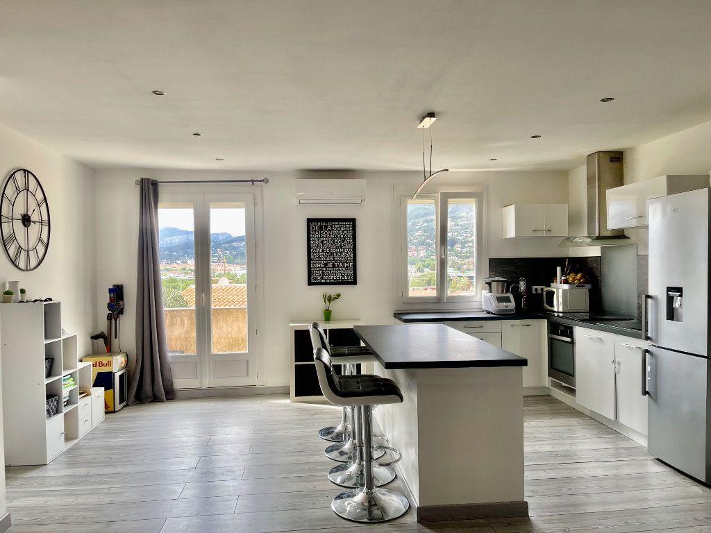 Appartement à vendre 3 71.21m2 à La Valette-du-Var vignette-1