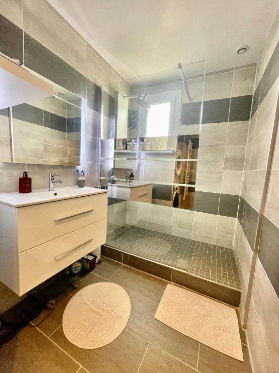 Appartement à vendre 3 71.21m2 à La Valette-du-Var vignette-6