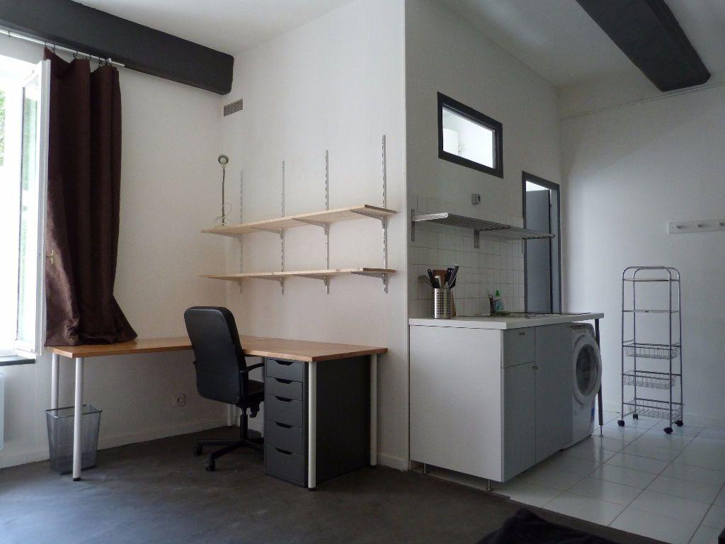 Appartement à louer 1 23m2 à Lyon 1 vignette-1