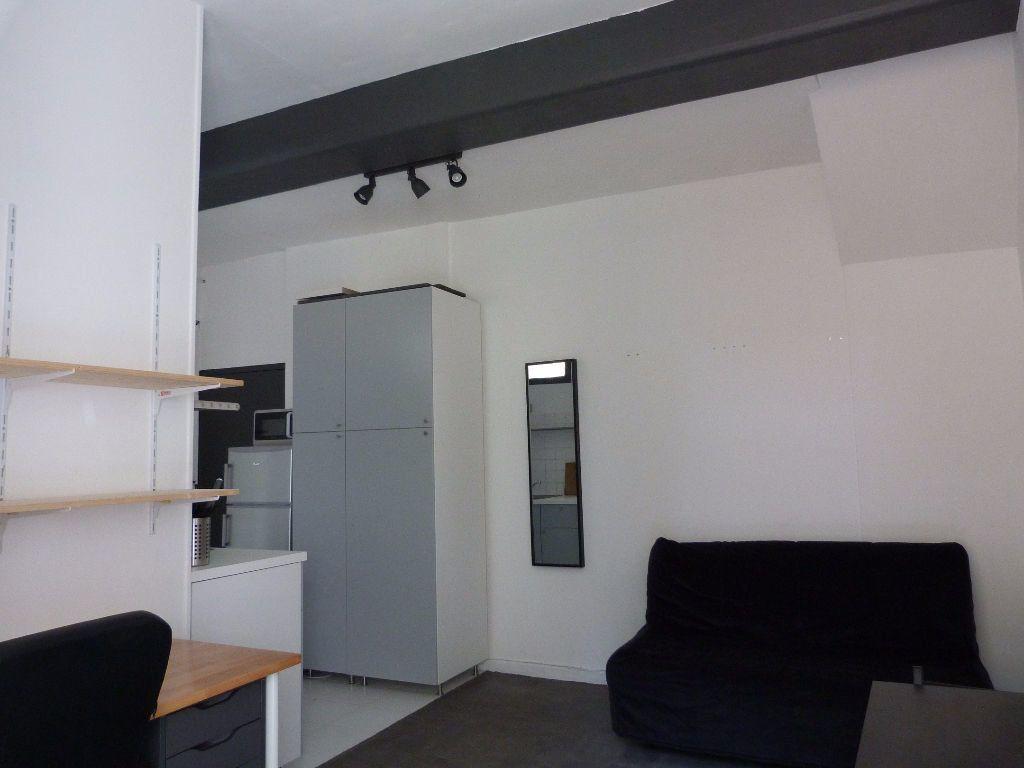 Appartement à louer 1 23m2 à Lyon 1 vignette-3