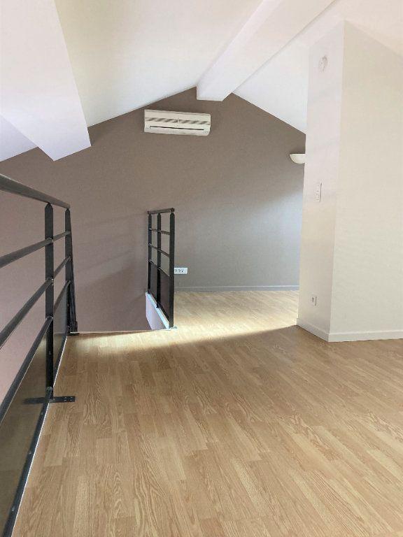 Appartement à louer 2 51.55m2 à Lyon 3 vignette-1