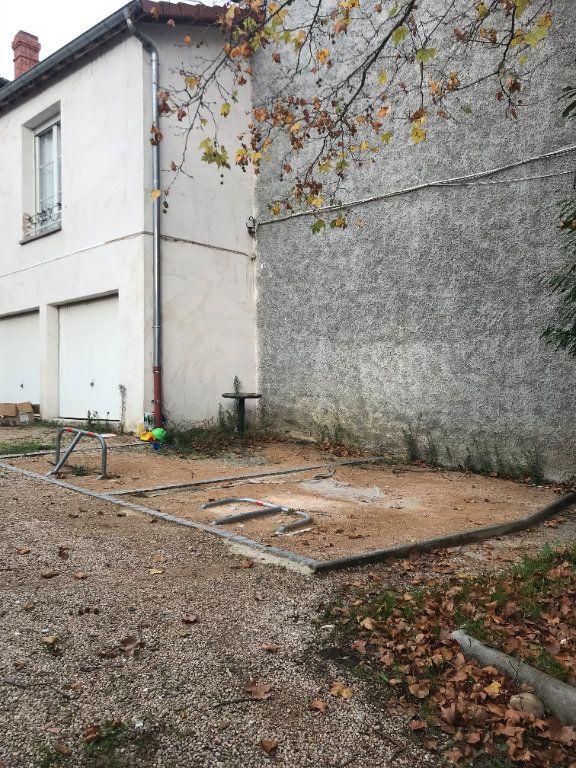 Stationnement à louer 0 11.94m2 à Rillieux-la-Pape vignette-1