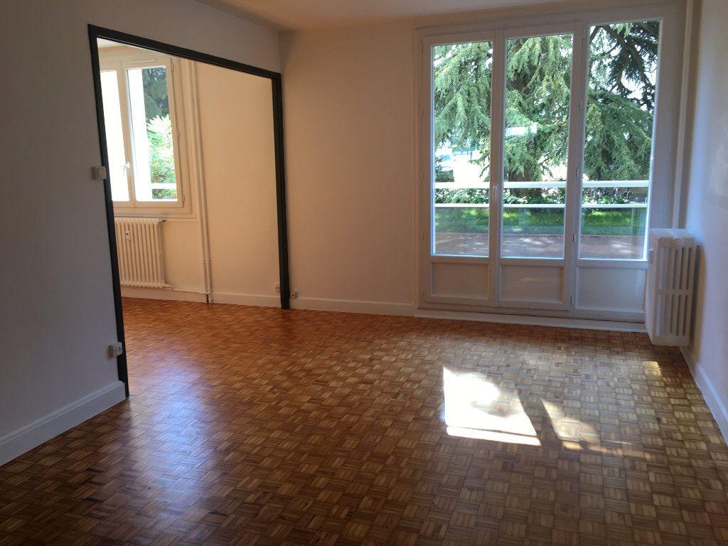 Appartement à louer 3 69.91m2 à Caluire-et-Cuire vignette-1