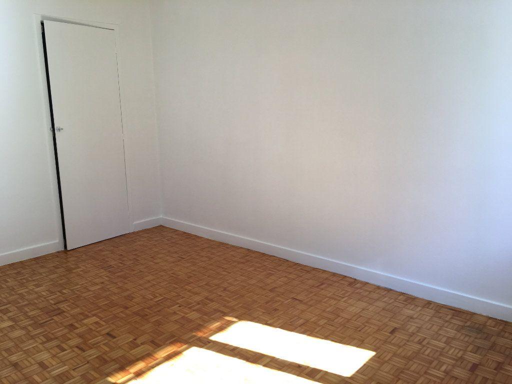 Appartement à louer 3 69.91m2 à Caluire-et-Cuire vignette-3