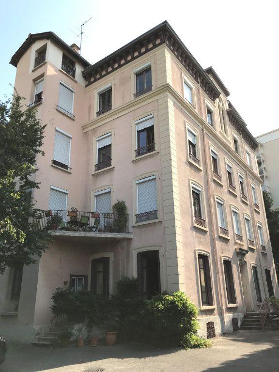 Appartement à louer 2 81.92m2 à Lyon 4 vignette-1
