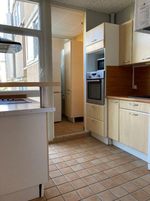 Appartement à louer 4 80.38m2 à Lyon 9 vignette-2