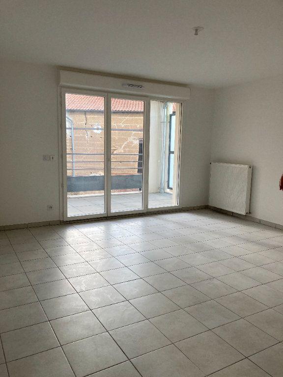 Appartement à louer 4 90.27m2 à Rillieux-la-Pape vignette-2