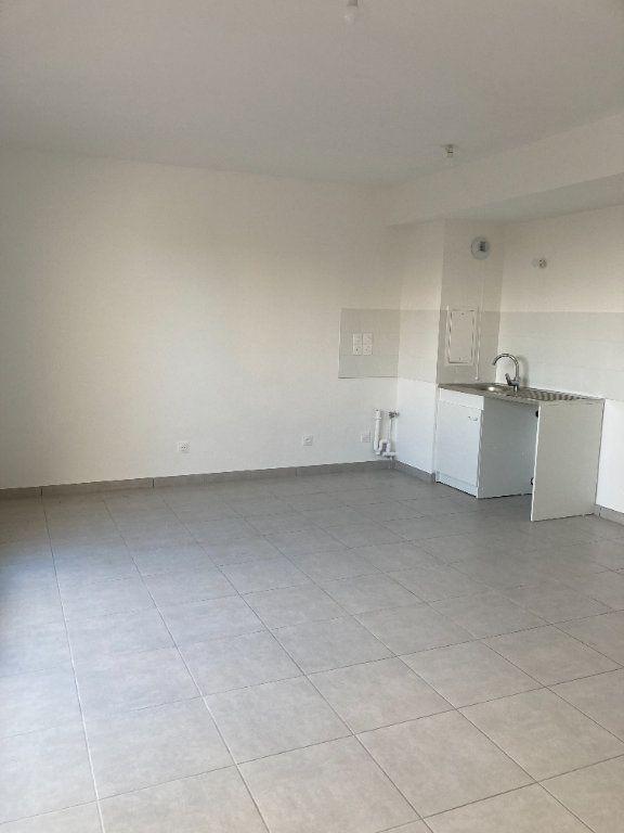 Appartement à louer 3 68.37m2 à Rillieux-la-Pape vignette-2