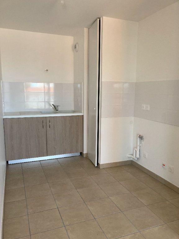 Appartement à louer 3 69.52m2 à Villeurbanne vignette-3