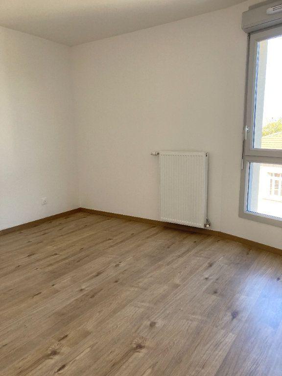 Appartement à louer 3 69.52m2 à Villeurbanne vignette-5