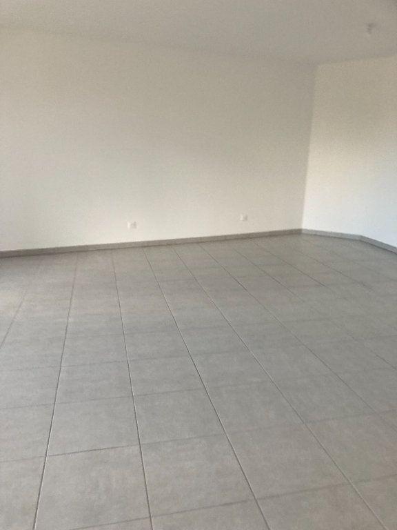 Appartement à louer 3 69.58m2 à Rillieux-la-Pape vignette-3