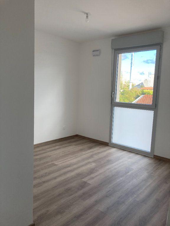 Appartement à louer 3 69.58m2 à Rillieux-la-Pape vignette-4