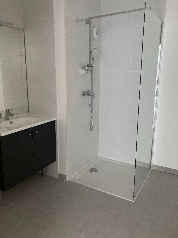 Appartement à louer 3 69.58m2 à Rillieux-la-Pape vignette-6