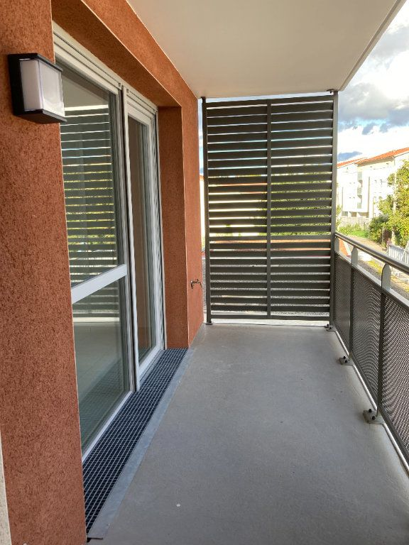 Appartement à louer 3 61.93m2 à Rillieux-la-Pape vignette-2