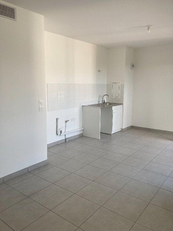 Appartement à louer 3 61.93m2 à Rillieux-la-Pape vignette-3