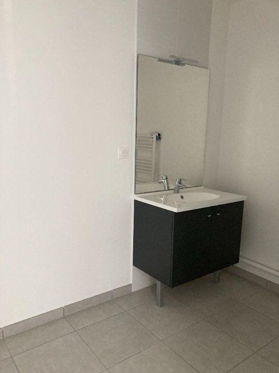 Appartement à louer 3 61.93m2 à Rillieux-la-Pape vignette-5