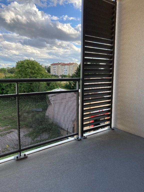 Appartement à louer 3 58.63m2 à Rillieux-la-Pape vignette-2