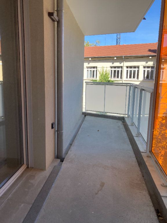 Appartement à louer 4 92.68m2 à Villeurbanne vignette-4