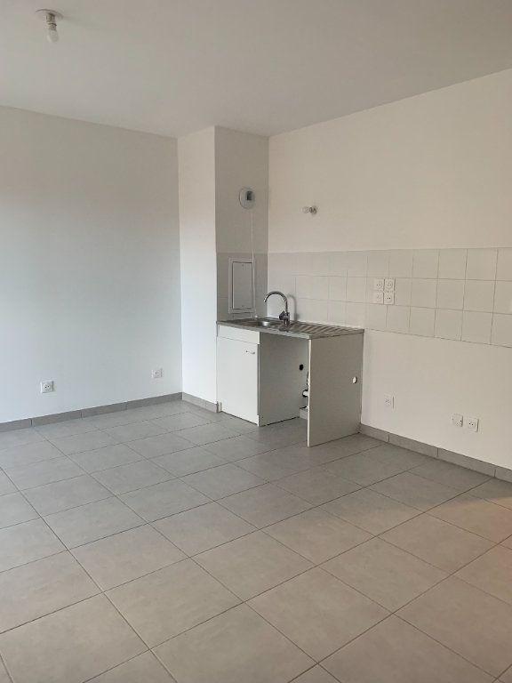 Appartement à louer 4 72.56m2 à Rillieux-la-Pape vignette-2