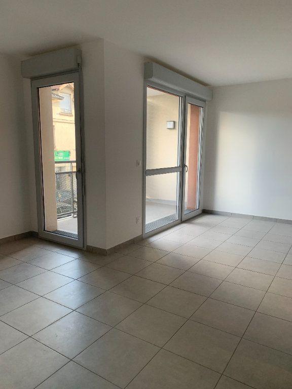 Appartement à louer 4 72.56m2 à Rillieux-la-Pape vignette-3