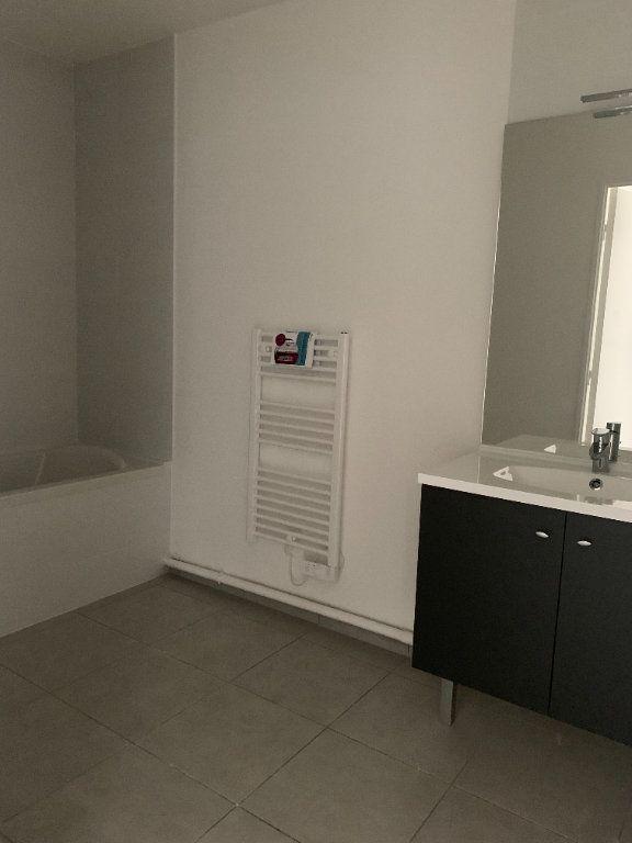Appartement à louer 4 72.56m2 à Rillieux-la-Pape vignette-4