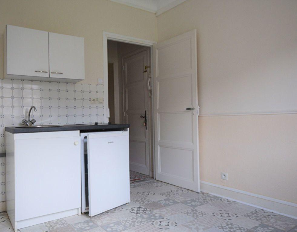 Appartement à louer 1 31.7m2 à Abbeville vignette-2
