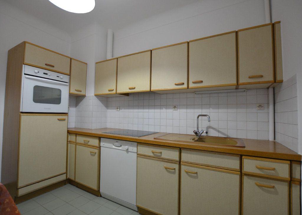 Appartement à louer 3 81.93m2 à Abbeville vignette-2