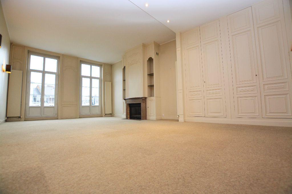 Appartement à louer 4 130m2 à Abbeville vignette-1