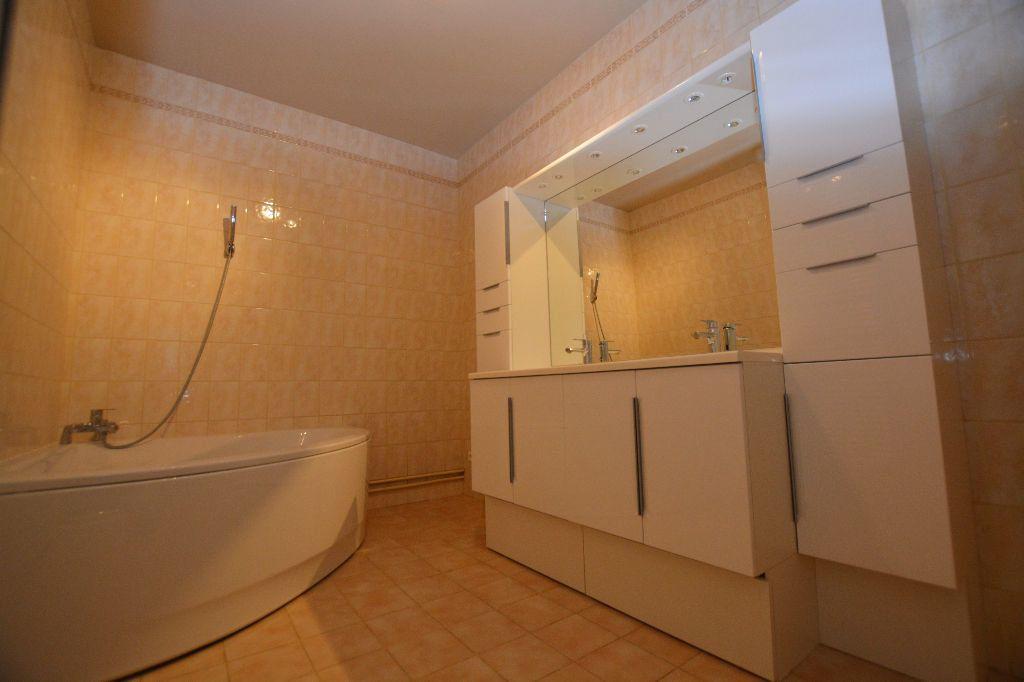 Appartement à louer 4 130m2 à Abbeville vignette-4