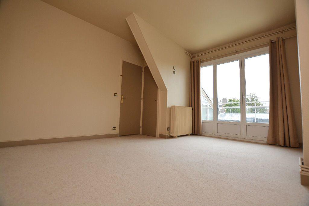 Appartement à louer 4 130m2 à Abbeville vignette-6