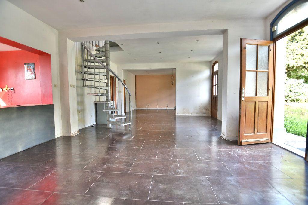 Maison à vendre 5 128.49m2 à Saint-Maxent vignette-1