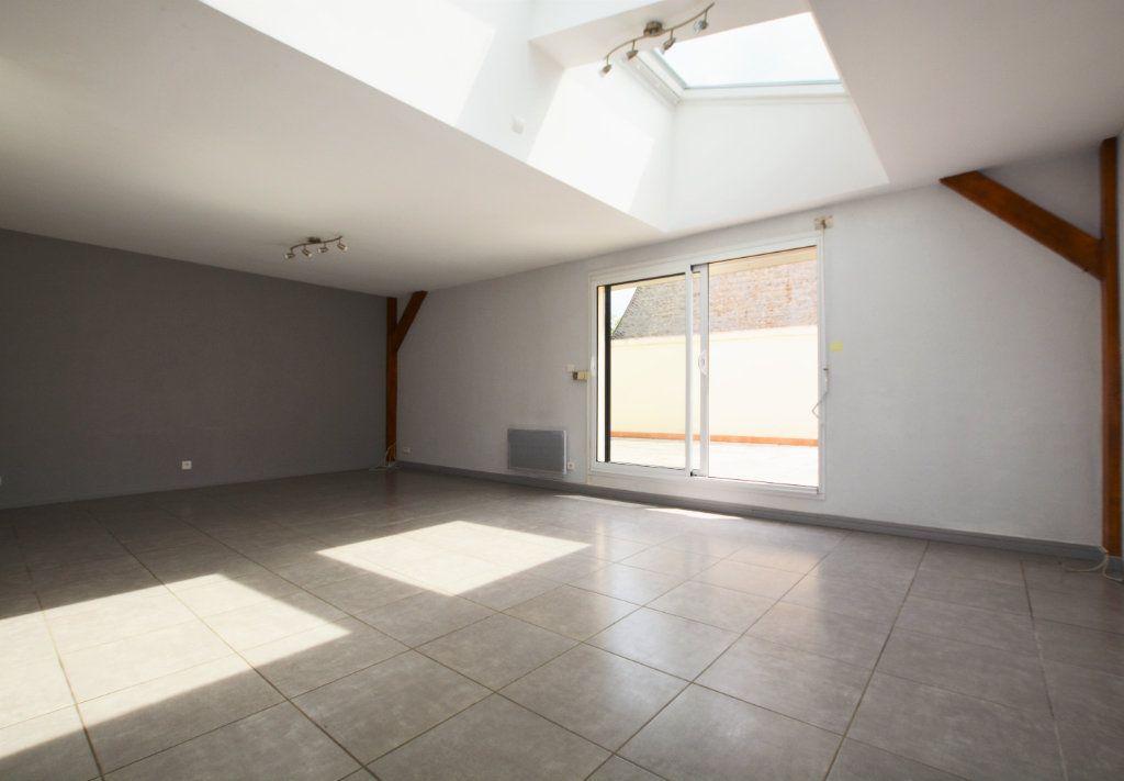 Appartement à louer 3 81.39m2 à Abbeville vignette-1