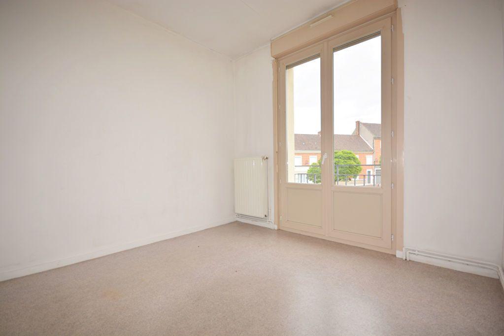 Appartement à louer 4 69.16m2 à Condé-Folie vignette-4