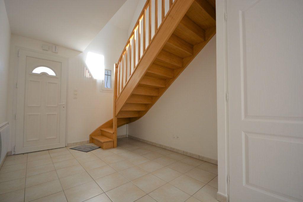 Maison à louer 4 106m2 à Caours vignette-5