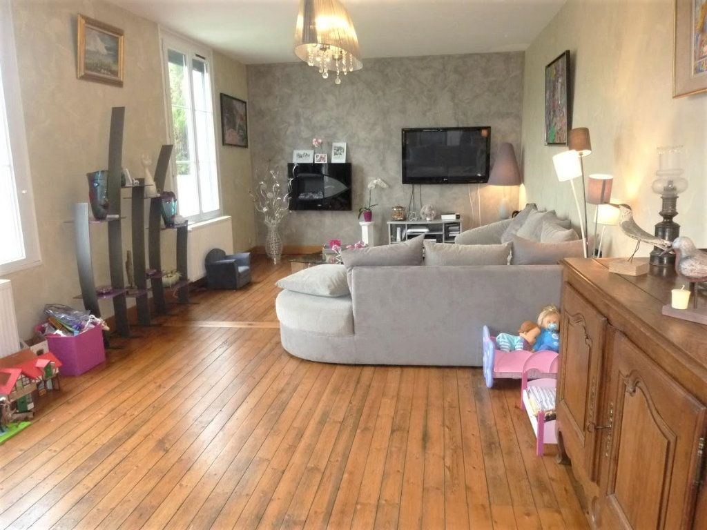 Maison à vendre 7 180.8m2 à Rue vignette-4