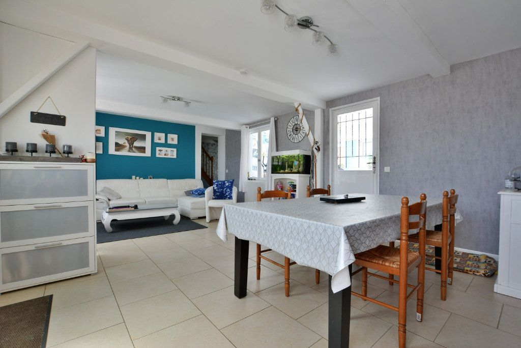 Maison à vendre 7 140m2 à Rue vignette-1