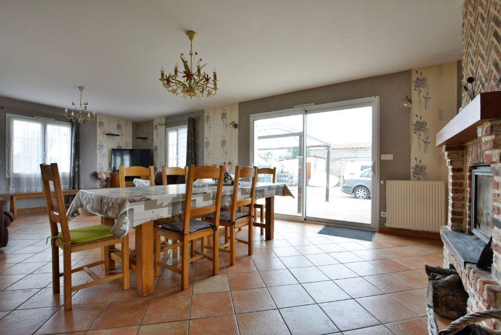 Maison à vendre 5 126.35m2 à Rue vignette-2