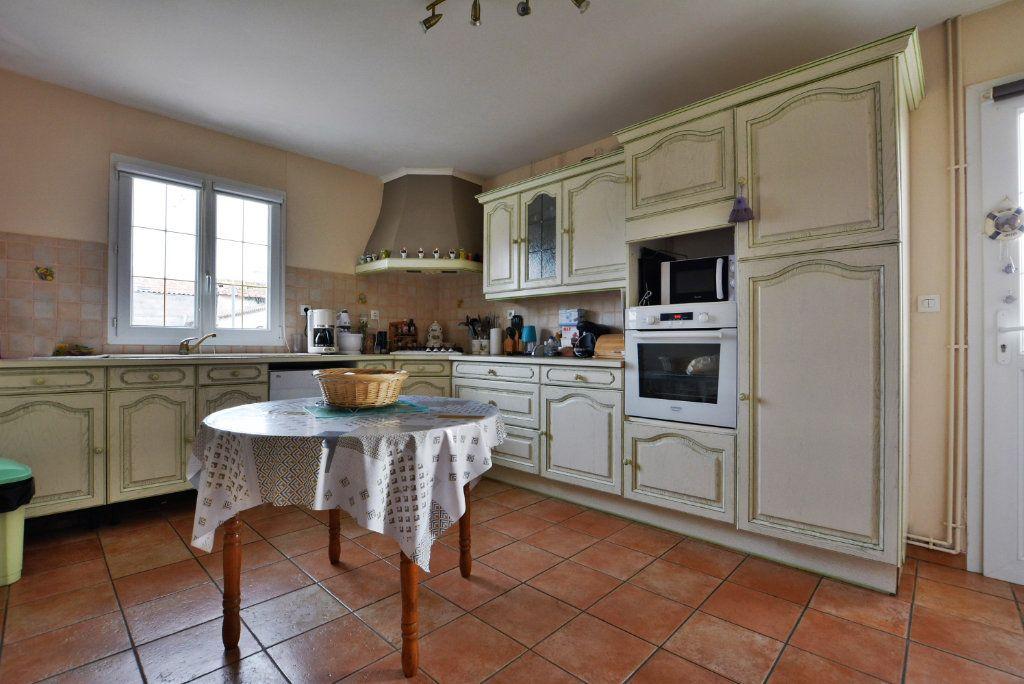 Maison à vendre 5 126.35m2 à Rue vignette-3