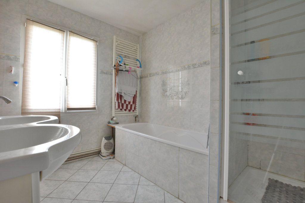 Maison à vendre 5 126.35m2 à Rue vignette-5