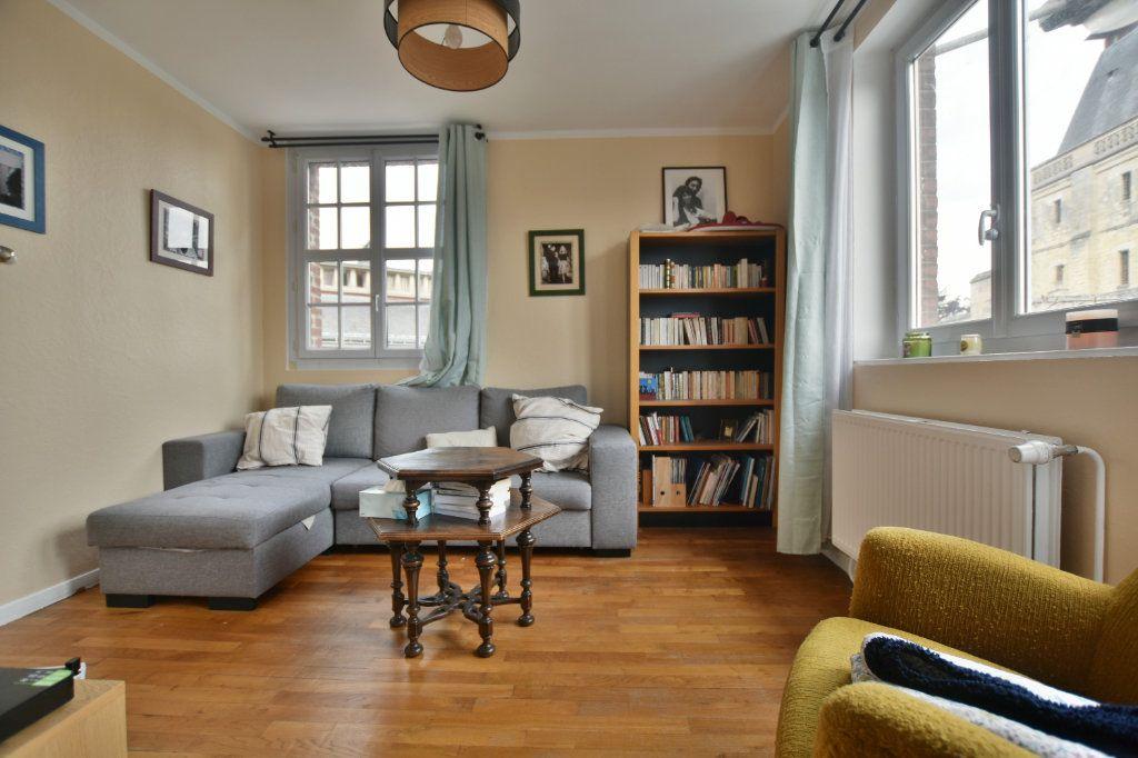 Appartement à louer 3 64.31m2 à Abbeville vignette-1
