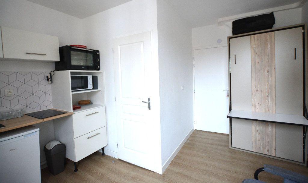 Appartement à louer 1 14.11m2 à Abbeville vignette-1