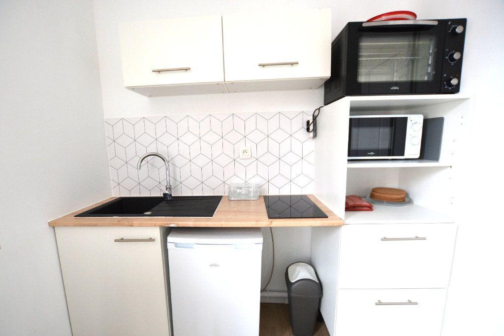 Appartement à louer 1 14.11m2 à Abbeville vignette-2