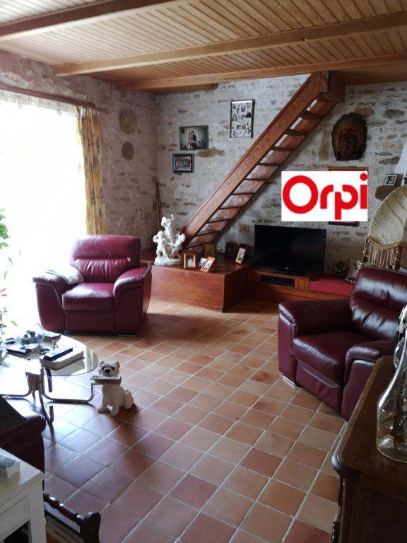 Maison à vendre 7 230m2 à Tonnay-Boutonne vignette-2