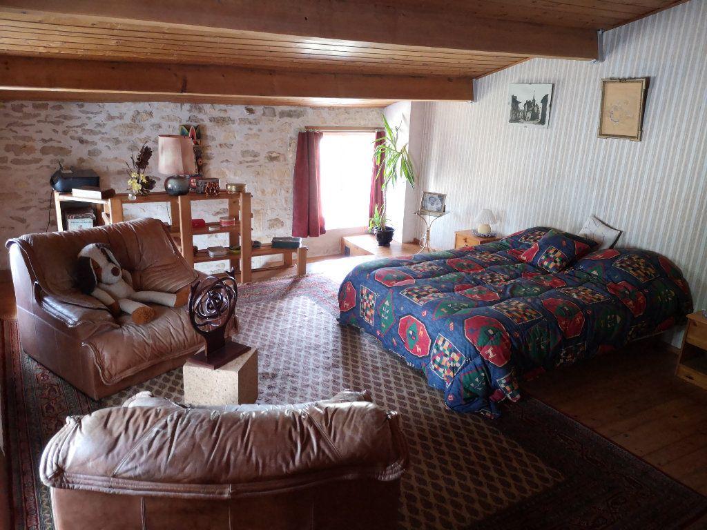 Maison à vendre 7 230m2 à Tonnay-Boutonne vignette-4
