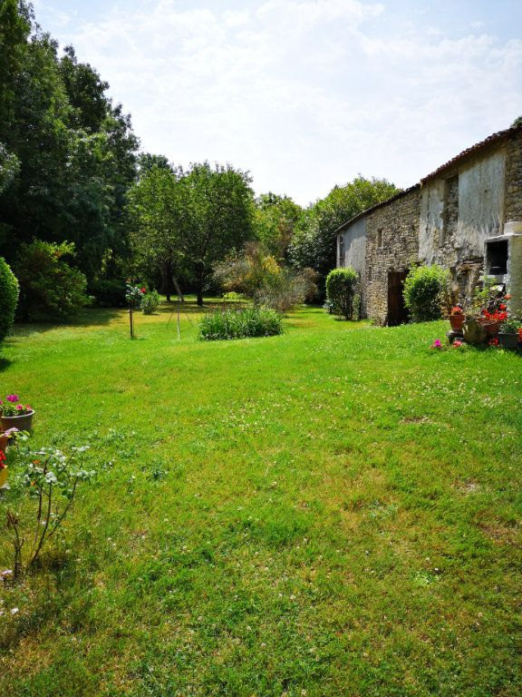 Maison à vendre 7 230m2 à Tonnay-Boutonne vignette-9