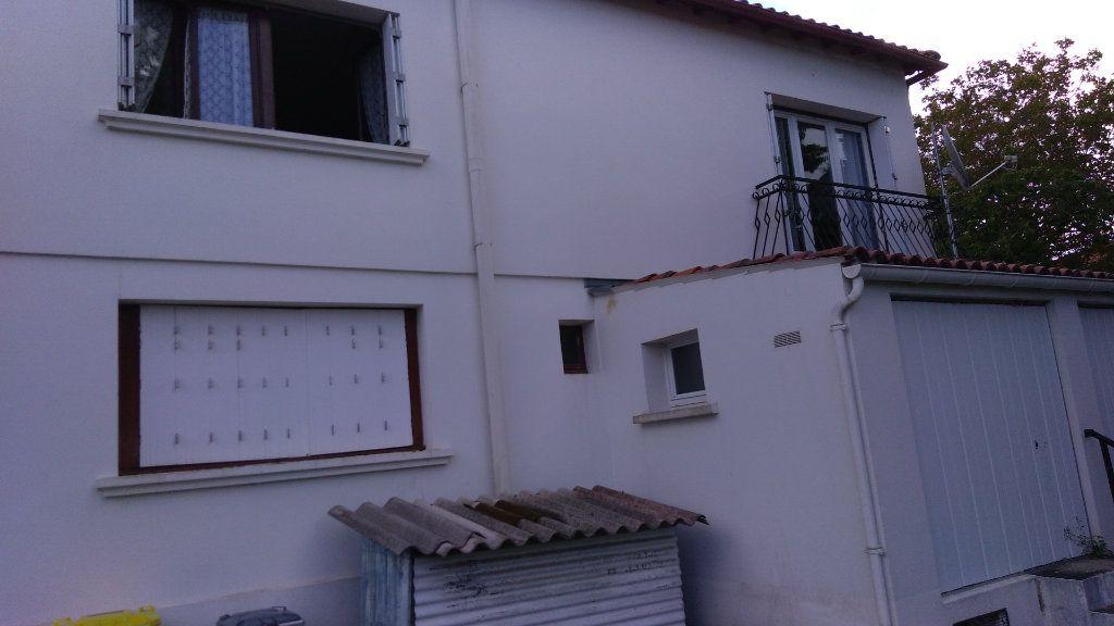 Maison à vendre 4 107m2 à Échillais vignette-7