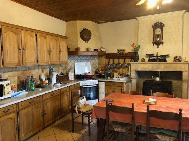 Maison à vendre 5 175m2 à Saint-Hippolyte vignette-3